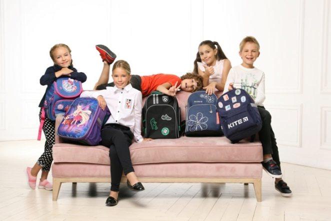 Дети c рюкзаками